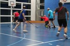 Unihockey Spiel Turnverein gegen Männerriege