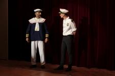 Kapitän begrüsst die Passagiere